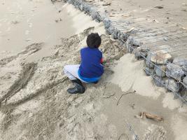 かまど作りと砂遊び